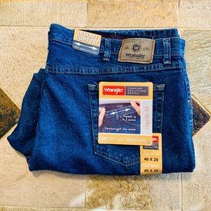 NWT Wrangler Regular Fit Comfort Flex 46 x 29 Jean